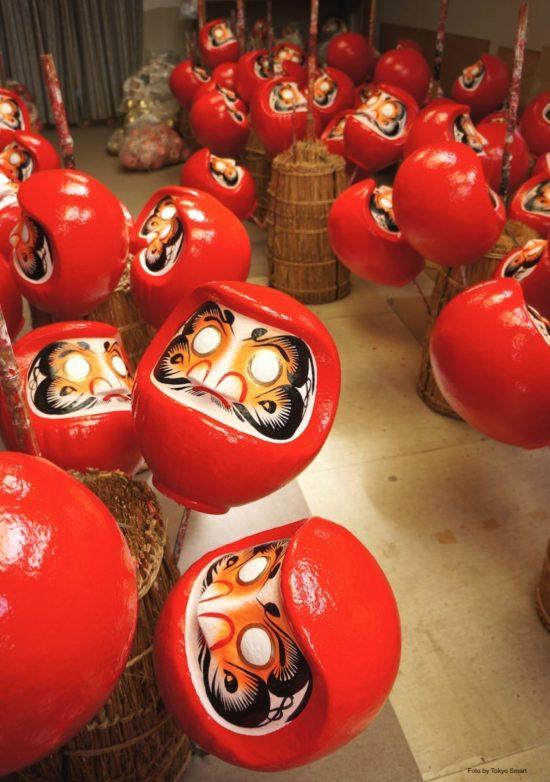 Der Daruma ist ein traditioneller Glücksbringer aus Japan.
